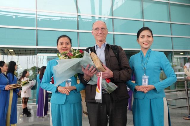"""Nhà ga Cảng Hàng không quốc tế Đà Nẵng đón hành khách """"xông đất"""" năm mới 2019 - 2"""