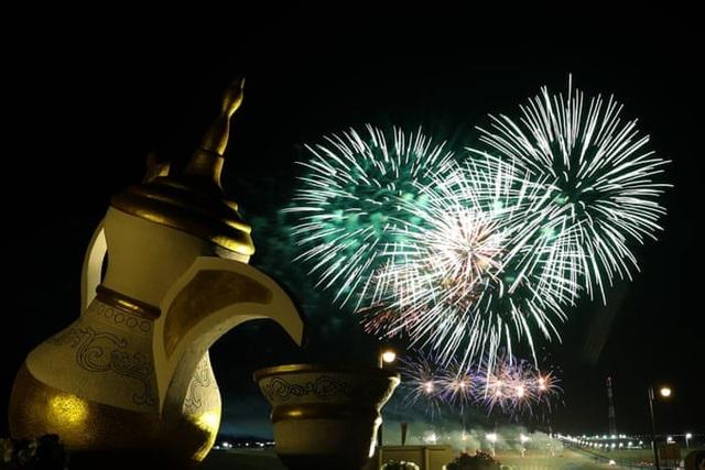 Pháo hoa ở Al-Dhafra, gần Abu Dhabi, Các Tiểu Vương quốc Ả rập Thống nhất. (Ảnh: AFP)