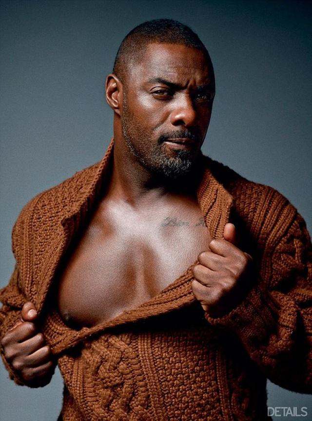 Đứng thứ 3 - Nam diễn viên người Anh Idris Elba (46 tuổi) cũng là một tài tử cơ bắp nổi tiếng của giới làm phim. Anh thậm chí được kỳ vọng là một trong những lựa chọn tiềm năng để nhập vai James Bond trên màn ảnh rộng trong tương lai. Trong năm nay, Idris Eba đã được tạp chí People (Mỹ) bình chọn là người đàn ông quyến rũ nhất thế giới.