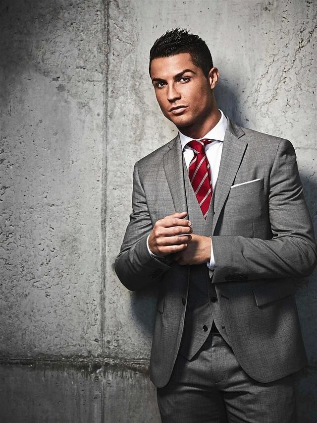 Đứng thứ 72 - Cầu thủ danh tiếng thế giới Cristiano Ronaldo (33 tuổi) có sức hút lớn không chỉ ở trên sân bóng mà ngay cả ở trong cuộc sống thường nhật bởi vẻ điển trai nam tính đầy quyến rũ.