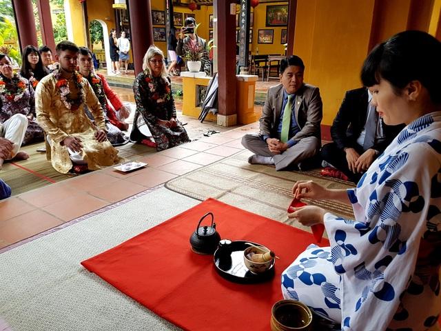 Chuẩn bị trà đạo Nhật Bản đón khách