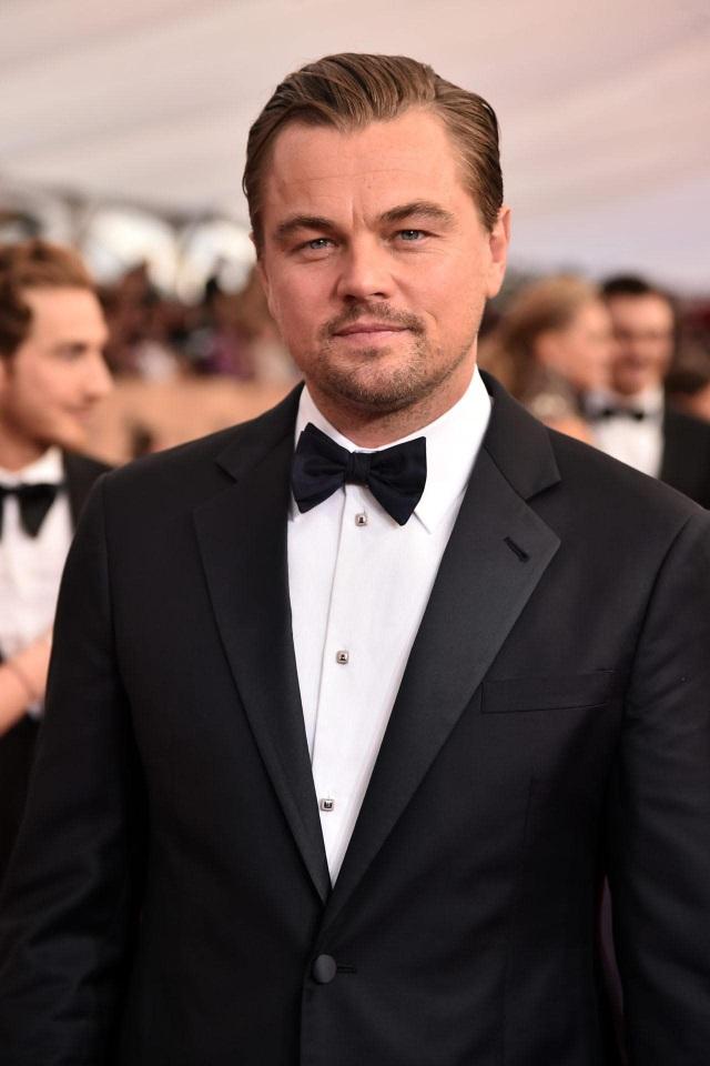 """Đứng thứ 100 - Tài tử điện ảnh vốn từ lâu được xem là người đánh cắp trái tim của đông đảo phụ nữ trên thế giới - Leonardo DiCaprio (44 tuổi) - đứng... chót bảng ở vị trí thứ 100. Dù sao thời gian cũng đã trôi qua rất lâu kể từ khi Leo khiến người xem xao xuyến với vai diễn chàng Jack trong """"Titanic""""."""