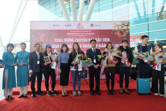 """AHT phối hợp Cảng HKQT Đà Nẵng và Sở Du lịch TP đón đoàn khách quốc tế """"xông đất"""" sân bay Đà Nẵngnăm 2019"""