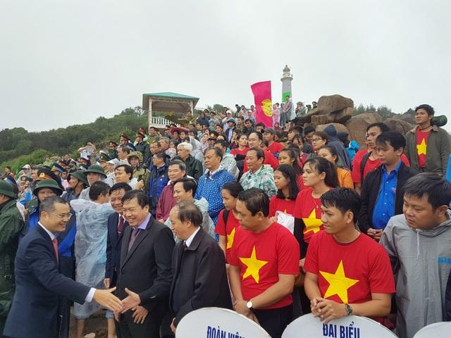 Đây cũng là dịp Phú Yên tổ chức lễ đón du khách đầu tiên đến với danh thắng này