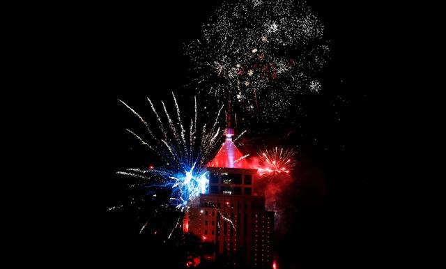 Pháo hoa tại Nairobi, Kenya chào đón năm mới. (Ảnh: Sky)