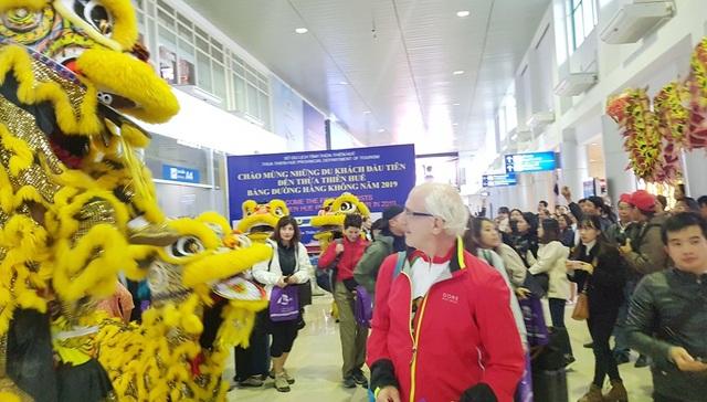 Nhiều du khách lần đầu tiên thấy linh vật của Việt Nam là Lân và Rồng