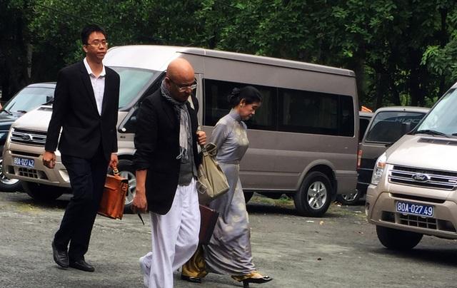 Ông Đặng Lê Nguyên Vũ lần đầu đến tòa.