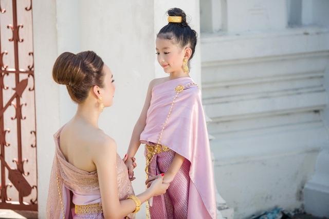 Hoa hậu Ngọc Diễm dành nhiều thời gian rong ruổi cùng con trên những chặng hành trình trong suốt năm qua.