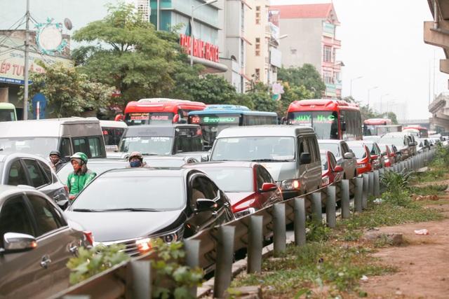 Cửa ngõ phía Nam là nơi đón hàng nghìn lượt xe khách, phương tiện từ các tỉnh Thanh Hóa, Nghệ An, Nam Định... đổ về.