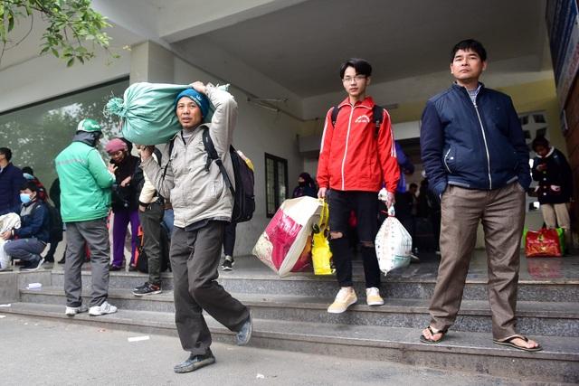 Người dân trở lại Thủ đô sau kỳ nghỉ Tết Dương lịch - 3