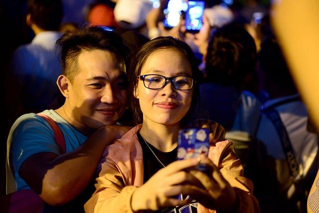 TPHCM: Độc đáo Thiên Hạc Lửa chao liệng trong tiệc pháo hoa mừng năm mới - 17