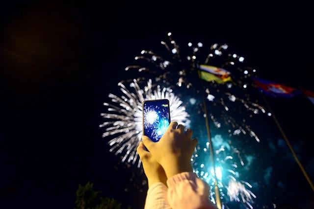 TPHCM: Độc đáo Thiên Hạc Lửa chao liệng trong tiệc pháo hoa mừng năm mới - 16