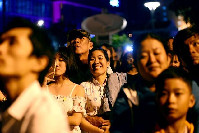 TPHCM: Độc đáo Thiên Hạc Lửa chao liệng trong tiệc pháo hoa mừng năm mới - 23