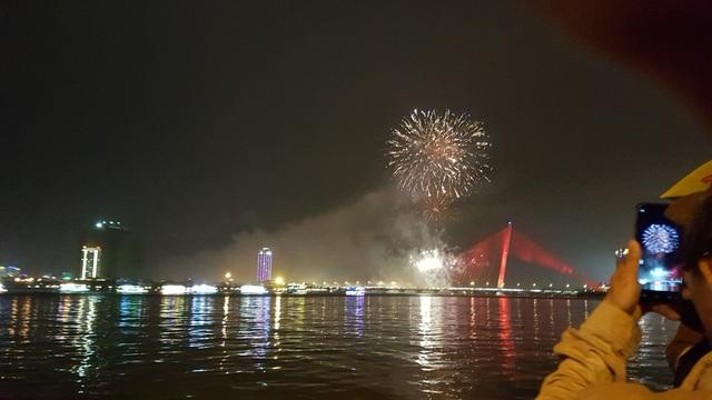 Đã Nẵng bắn pháo hoa kỷ niệm 22 năm ngày thành lập - 4