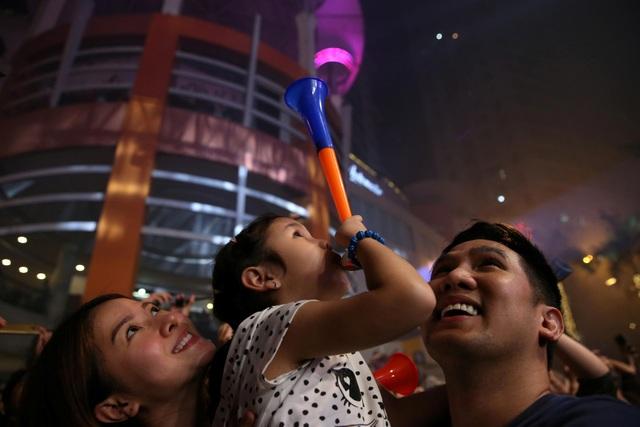Niềm vui trên gương mặt người dân Philippines trong đêm giao thừa. (Ảnh: Sky)