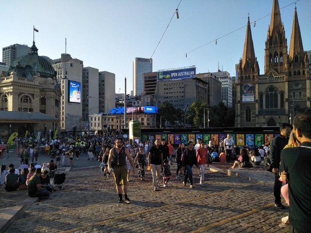 Khác với thời tiết ở những nước Châu Âu – và Mỹ thì Australia lại đón Tết trong tiết trời oi bức của mùa hè.