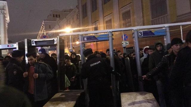 Hơn 100.000 nhân viên an ninh đã được huy động trên khắp nước Nga để đảm bảo an toàn cho lễ đón năm mới.