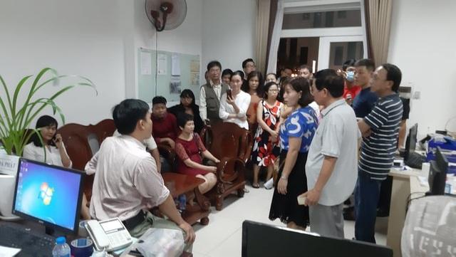 Ban quản lý rút đi khiến chung cư Saigonres Plaza trở nên hỗn loạn.