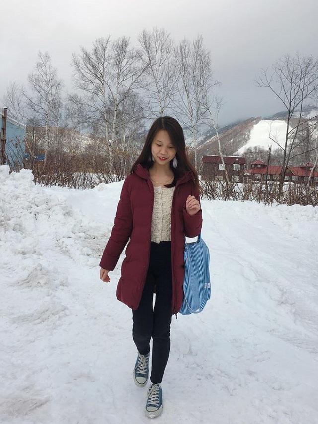Hoàng Phương Hải Châu trong khung cảnh tuyết rơi trắng trời.