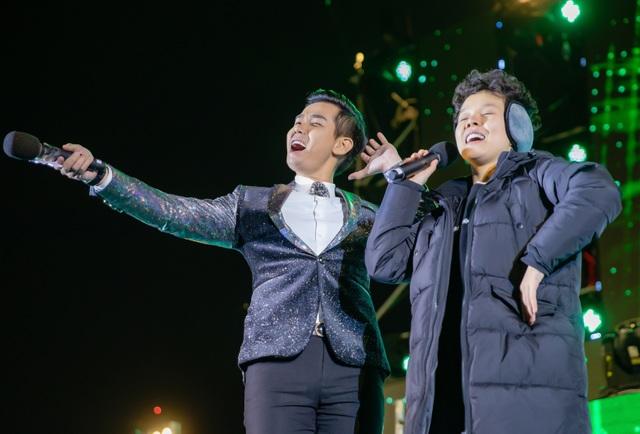 Nguyên Khang hạnh phúc bắt tay trưởng nhóm Westlife mừng năm mới tại Việt Nam - 6