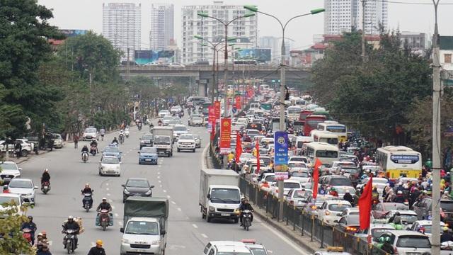 """Người, xe lại """"chôn chân"""" trên đường trở lại Hà Nội sau đợt nghỉ lễ - 1"""