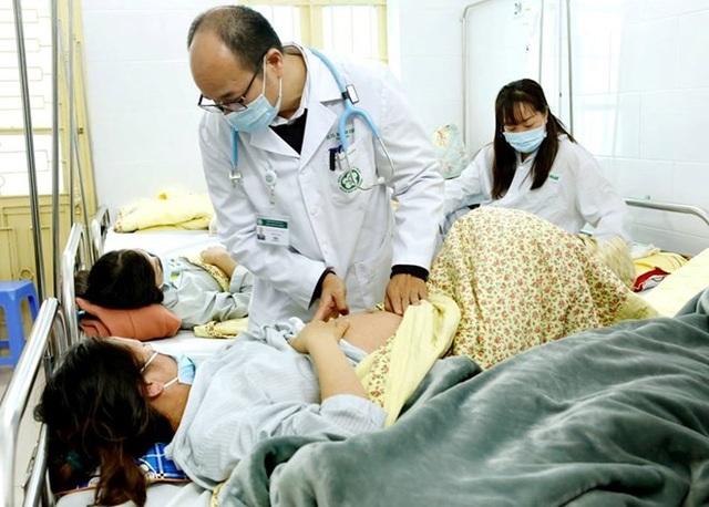 Cảnh báo nhiều người lớn mắc sởi nhập viện ở Bệnh viện Bạch Mai  - Ảnh 1.