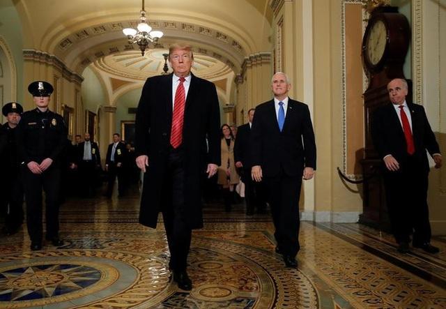 Ông Trump tức tối bỏ họp vì không đạt thỏa thuận về tường biên giới - Ảnh 1.