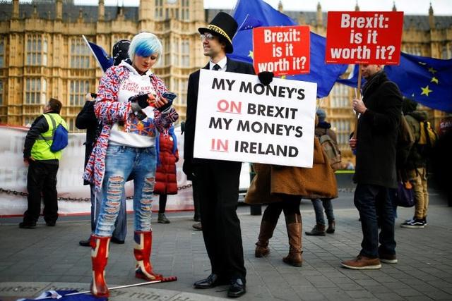 Người Anh xuống đường vì Brexit trước giờ G - Ảnh 5.