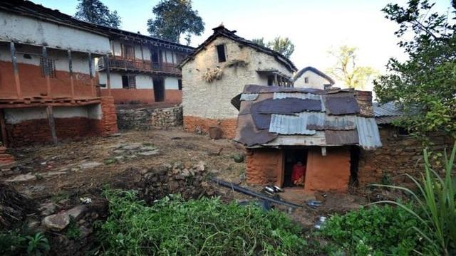 Ba mẹ con Nepal chết thảm vì hủ tục ngày đèn đỏ - Ảnh 1.