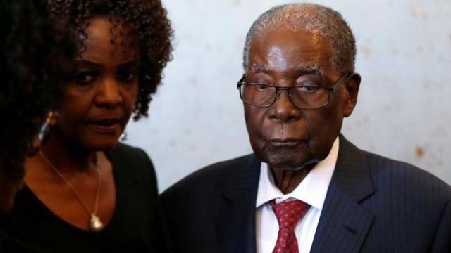 Trộm khoắng sạch vali đầy tiền trong nhà cựu Tổng thống Zimbabwe - Ảnh 1.