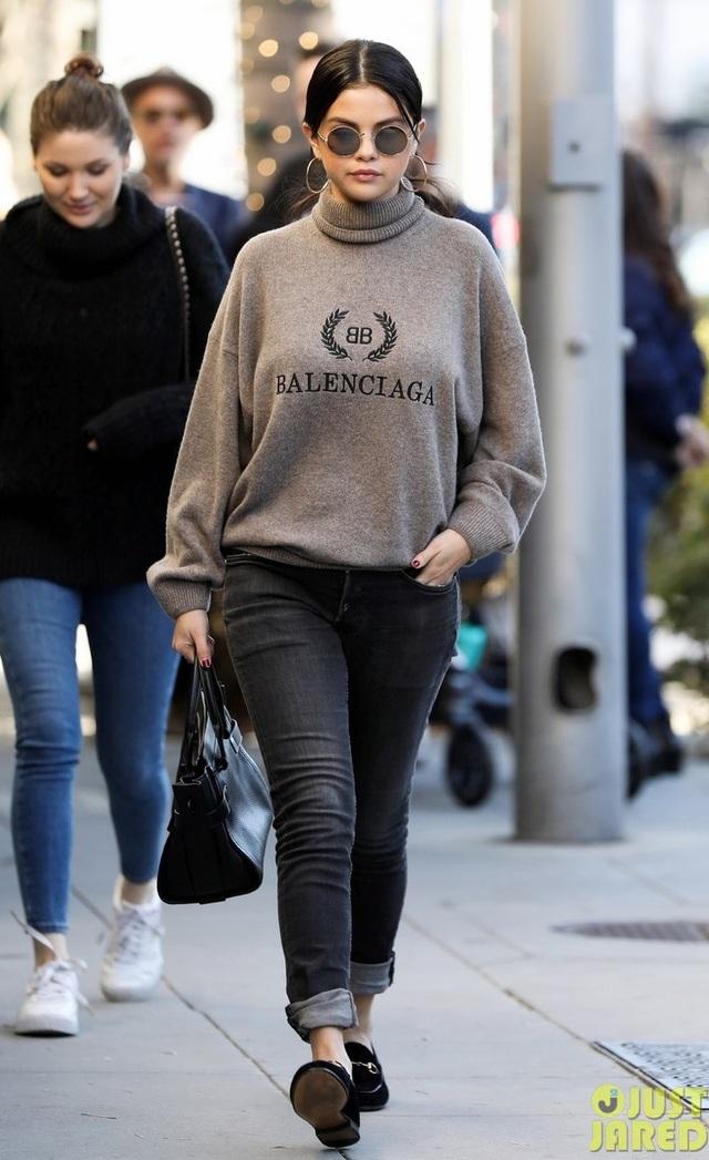 Bỏ qua Justin Bieber, Selena Gomez hạnh phúc bên gia đình và bạn bè - Ảnh 5.