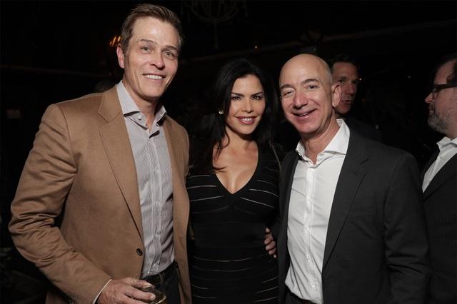 Chân dung nữ MC nóng bỏng khiến tỷ phú Amazon sẵn sàng từ bỏ nửa gia tài - Ảnh 4.