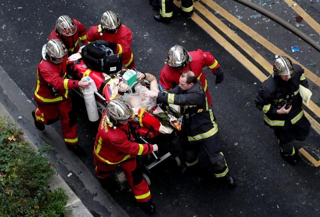 Cảnh tượng đổ nát sau vụ nổ khiến 4 người chết tại Paris - Ảnh 3.