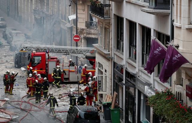 Cảnh tượng đổ nát sau vụ nổ khiến 4 người chết tại Paris - Ảnh 4.