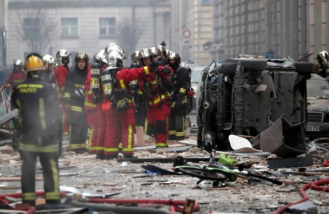Cảnh tượng đổ nát sau vụ nổ khiến 4 người chết tại Paris - Ảnh 6.