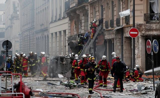 Cảnh tượng đổ nát sau vụ nổ khiến 4 người chết tại Paris - Ảnh 7.