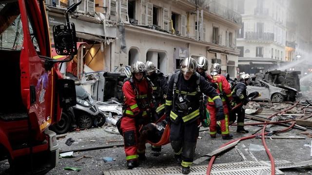 Cảnh tượng đổ nát sau vụ nổ khiến 4 người chết tại Paris - Ảnh 8.
