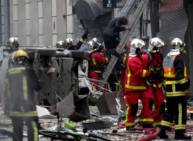 Cảnh tượng đổ nát sau vụ nổ khiến 4 người chết tại Paris - Ảnh 11.