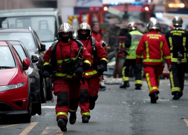 Cảnh tượng đổ nát sau vụ nổ khiến 4 người chết tại Paris - Ảnh 12.