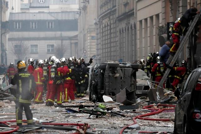 Cảnh tượng đổ nát sau vụ nổ khiến 4 người chết tại Paris - Ảnh 14.