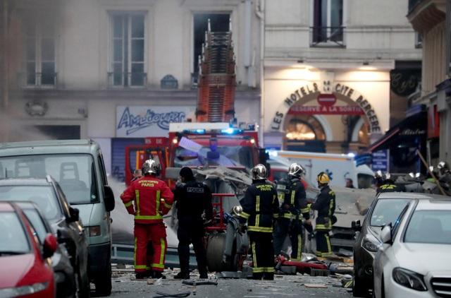 Cảnh tượng đổ nát sau vụ nổ khiến 4 người chết tại Paris - Ảnh 17.