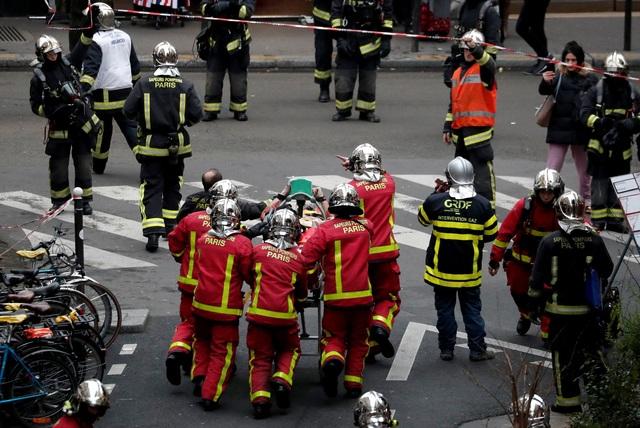 Cảnh tượng đổ nát sau vụ nổ khiến 4 người chết tại Paris - Ảnh 18.
