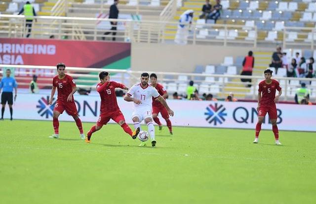 Những khoảnh khắc thi đấu kiên cường của đội tuyển Việt Nam trước Iran - Ảnh 11.