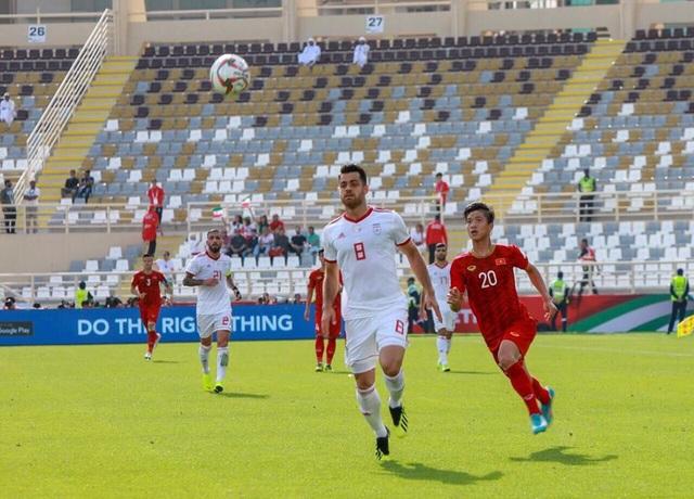 Những khoảnh khắc thi đấu kiên cường của đội tuyển Việt Nam trước Iran - Ảnh 10.