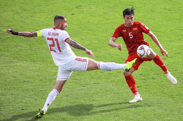 Những khoảnh khắc thi đấu kiên cường của đội tuyển Việt Nam trước Iran - Ảnh 3.