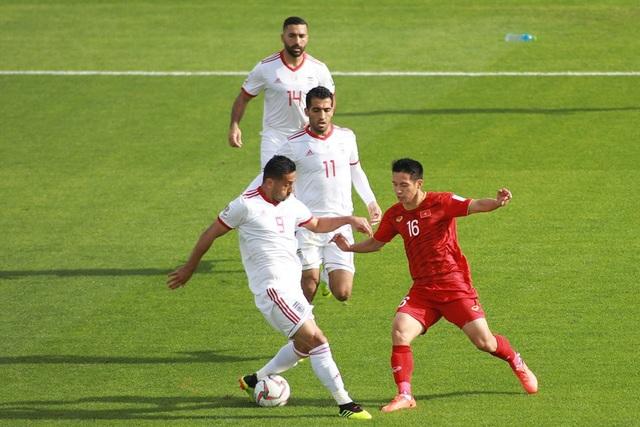 Những khoảnh khắc thi đấu kiên cường của đội tuyển Việt Nam trước Iran - Ảnh 2.