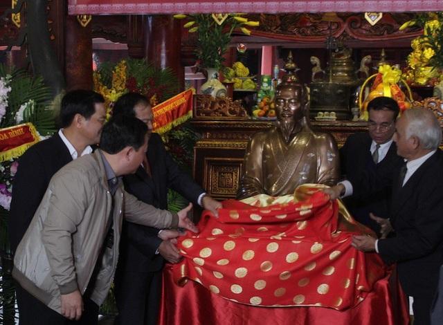 Long trọng tưởng niệm 345 năm ngày sinh và trao tượng đồng danh nhân Nguyễn Quý Ân - Ảnh 5.
