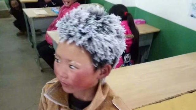 """""""Cậu bé băng tuyết"""" Trung Quốc thay đổi ra sao sau một năm gây sốt mạng? - Ảnh 1."""