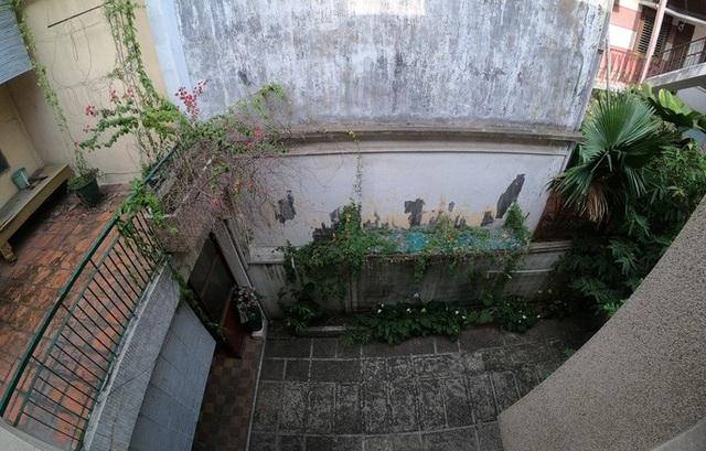 Cận cảnh biệt thự cũ giá triệu USD bỏ hoang giữa trung tâm TP HCM - Ảnh 7.