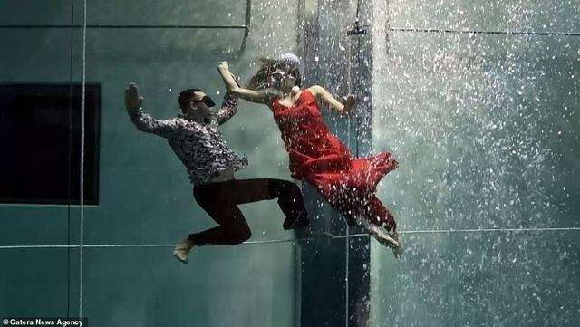 Kỷ lục nhảy múa dưới nước không đeo mặt nạ oxy… lâu nhất thế giới - Ảnh 4.